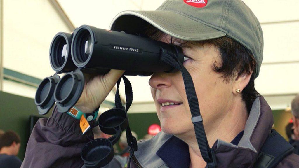 How to hold Binocular steady